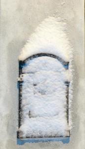 Postkassen vår begravet i sne